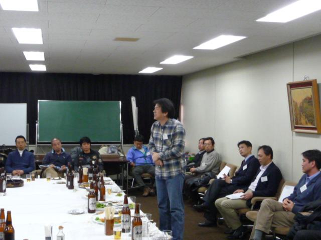 2009春同窓会懇親会 飯野様岡崎様 挨拶2
